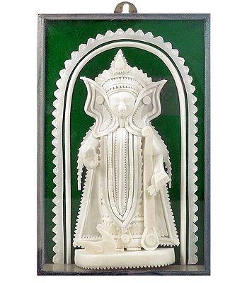 Shola Pith Statues