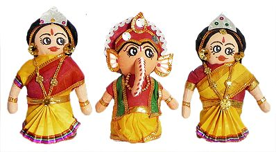 Ganesha with His two Consort Riddhi and Siddhi