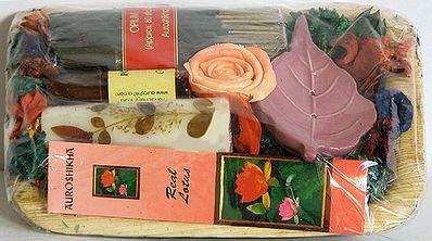 Leaf Gift Pack Consisting of Potpourri, Candle, Incense Sticks, Perfumed Oil and Leaf Incense Holder