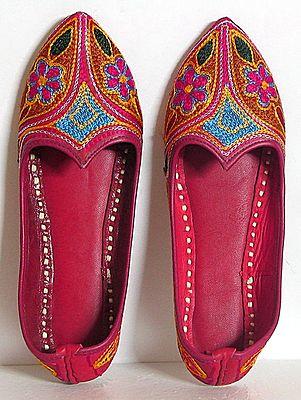 Embroidered Ladies Mojari