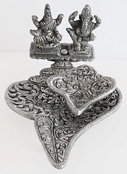 Oil Lamp on a Conch with Ganesha and Lakshmi