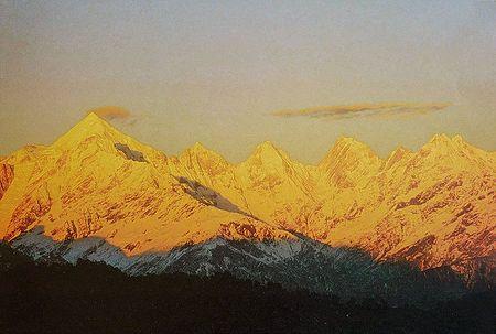 Sunset on Panch Chuli Peaks from Munsiyari, Kumaon - India - Photo by Anup Sah