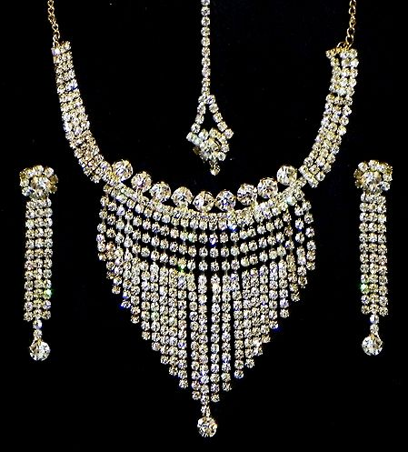 White Stone Studded Necklace, Earrings and Mang TIka