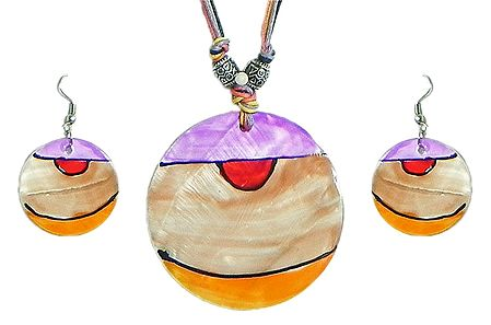 Lacquered Shell Pendant Set in Multicolor