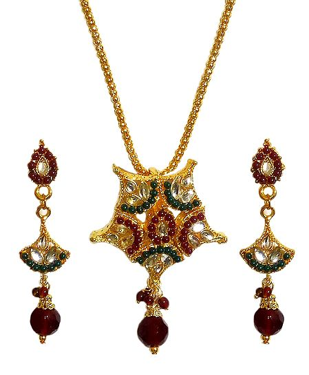 Gold Plated Kundan Work Pendant with Chain and Earrings