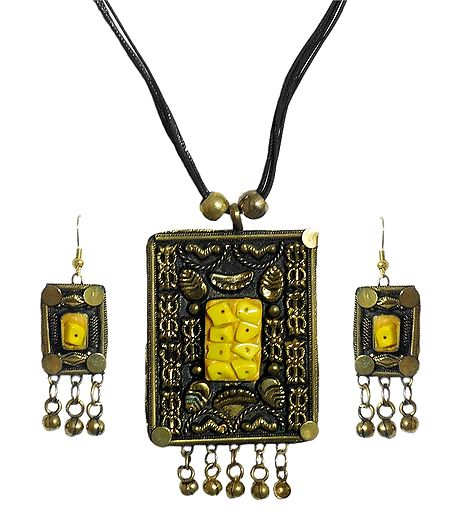 Designer Metal Pendant with Earrings