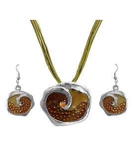 DollsofIndia Purse Design Metal Pendant and Earrings OQ19 Cord 18 inches