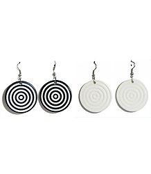 Set of 2 Pairs Black and White Circular Earrings