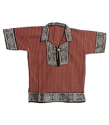 Maroon Stripe Half Sleeve Cotton Short Kurta with Wheel of Konark Weave Design