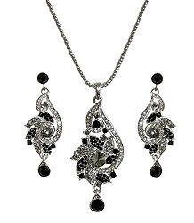 Black and White Stone Studded Metal Pendant Set