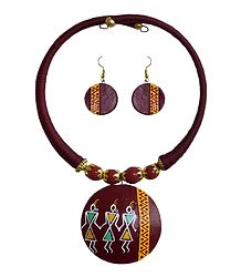 Maroon Thread Spring Necklace with Terracotta Pendant