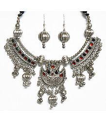 Metal Necklace with Pendant and Earrings