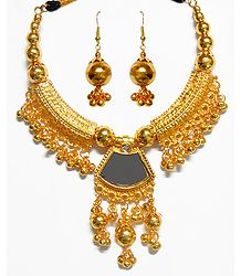 Golden Metal Necklace with Pendant and Earrings