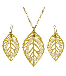 Golden Metal Chain with Leaf Pendant and Earrings