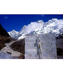 Shankaracharya Memorial, Kedarnath, India - Photo Print