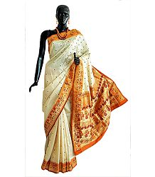 Light Peach Hand-Woven Valkalam Saree from Banaras with Ragini Motifs on Brocade Pallu and All-Over Boota
