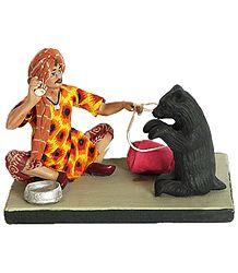 Madari - Roadside Entertainer with Dancing Bear - Terracotta Statue